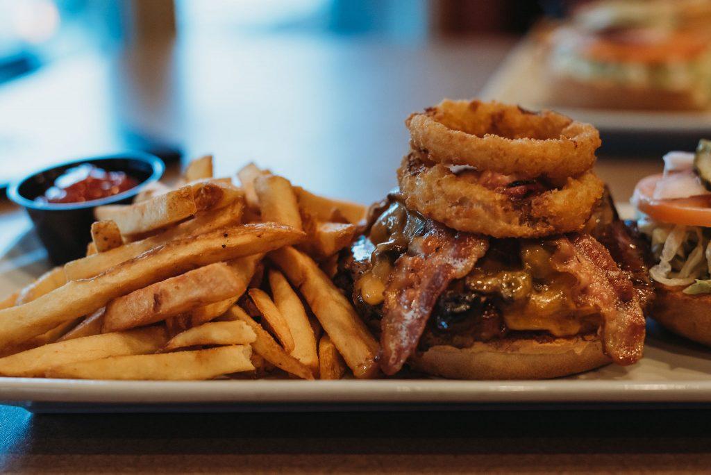 Best Burgers in Sicamous, Sicamous burgers, Moose Mulligans, Sicamous pubs